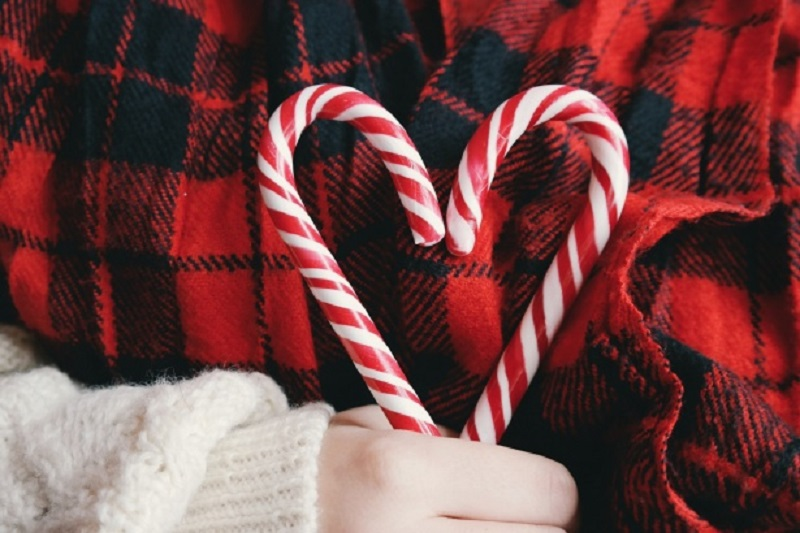 candy-canes-heart